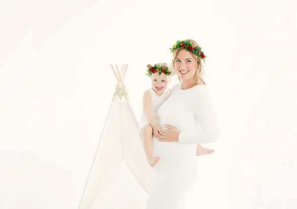 Stunning maternity photos taken with Sarah with our Auckland pregnancy photographer